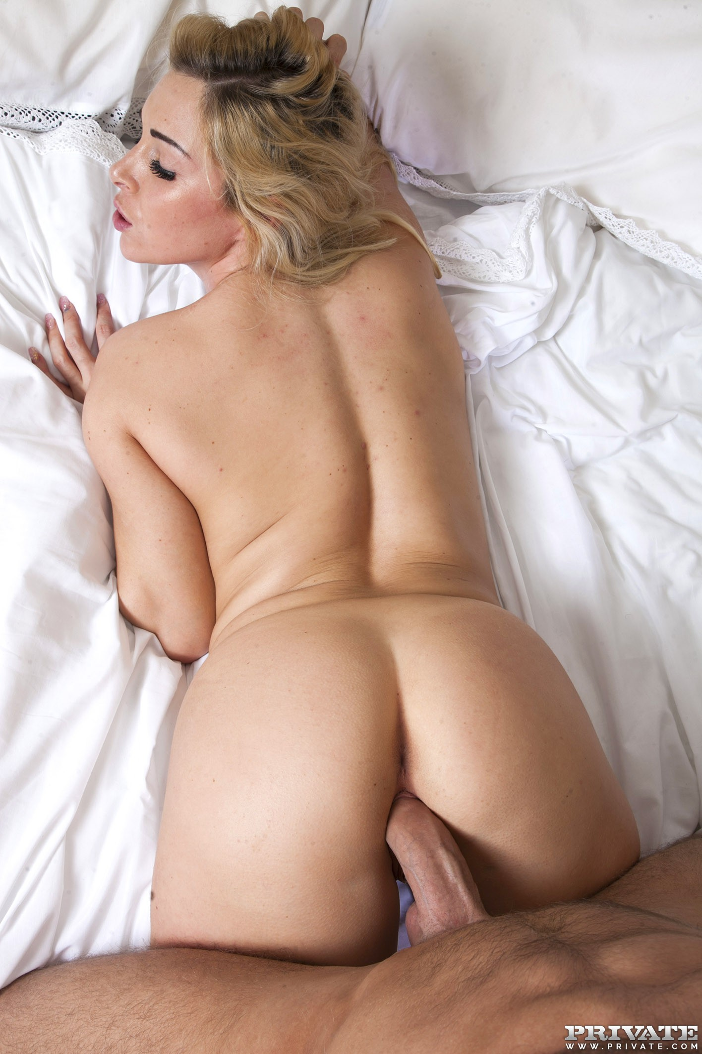 Jessie summers gets a fucking and a cumshot 2