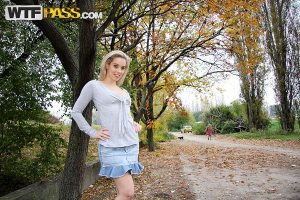 Lusty teen strips her clothes in the outdoors